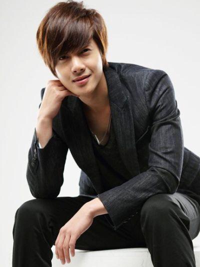 Foto Kim Hyun Joong yang Keren dan Ganteng 12
