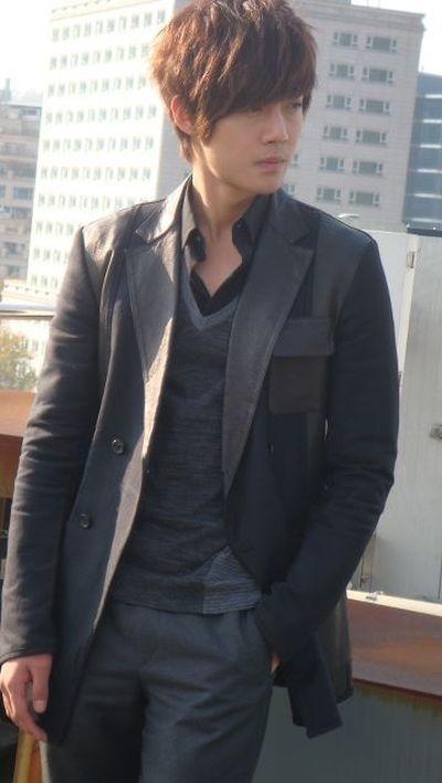 Foto Kim Hyun Joong yang Keren dan Ganteng 17