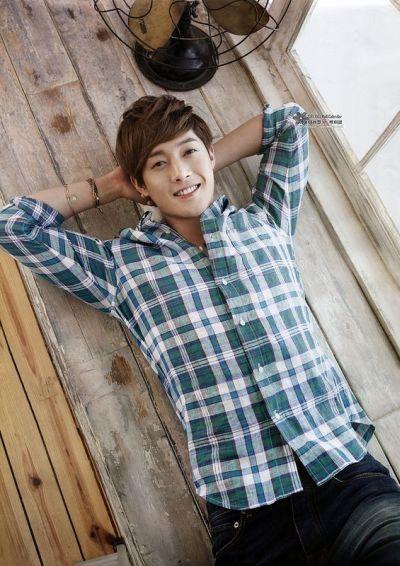 Foto Kim Hyun Joong yang Keren dan Ganteng 18