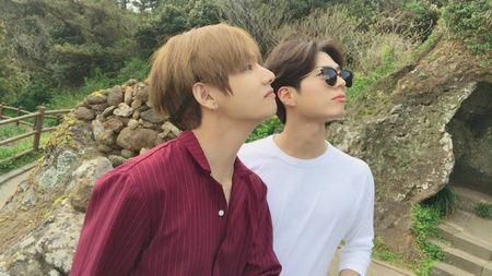 Park Bo-gum dan V BTS 2