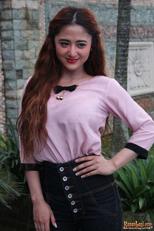 Foto Cantik Dewi Persik 5