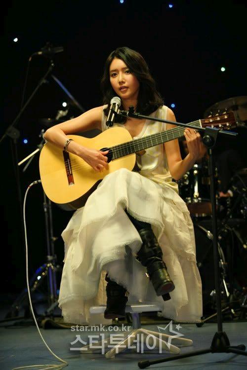 Chae Jung An Menyanyi