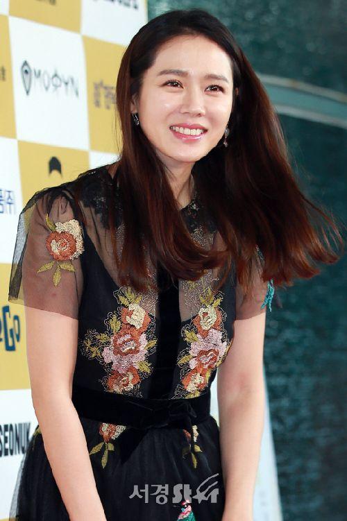 Foto Son Ye-jin Paling Cantik