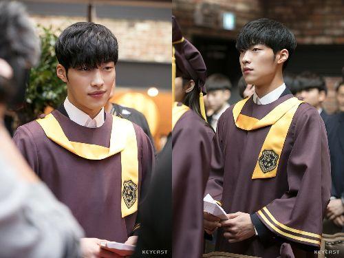 Foto Woo Do-hwan berseragam Sekolah3