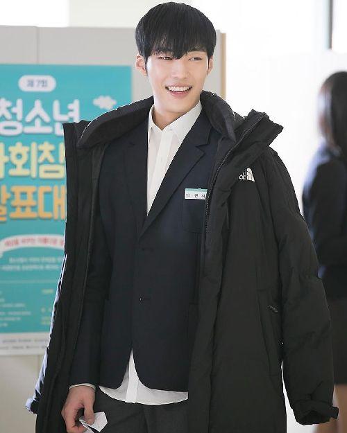 Foto Woo Do-hwan berseragam Sekolah5
