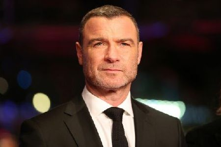 Pemain Isle of Dogs Liev Schreiber