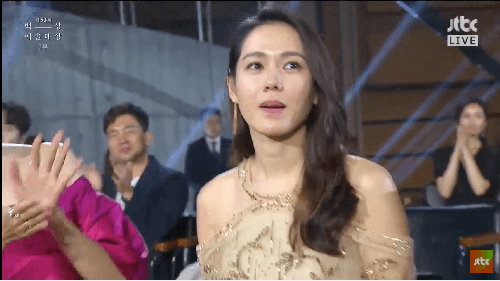 Son Ye-jin Menang Penghargaan