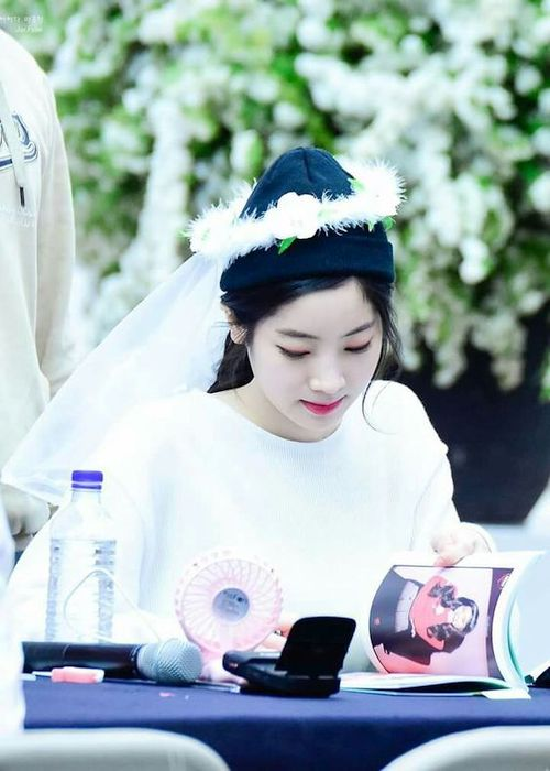 Foto Cantik Dahyun TWICE Terbaru 11