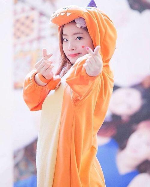 Foto Cantik Dahyun TWICE Terbaru 16