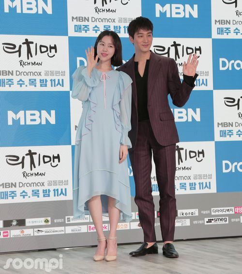 Foto Kim Ye-won dan Oh Chang-suk Rich Man Poor Woman