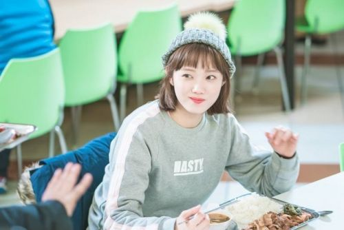 Foto Lee Sung-kyung di Drama Weightlifting Fairy Kim Bok-joo