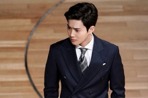 Foto Terbaru Suho EXO Rich Man 10
