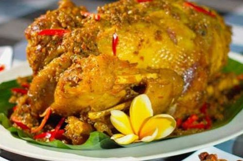 Kuliner Pedas Ayam Betutu