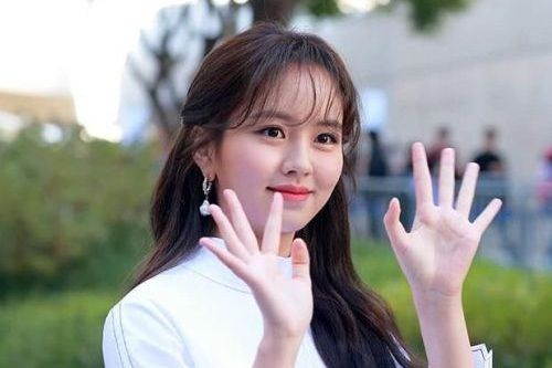 Foto Terbaru Kim So Hyun Cantik 2019
